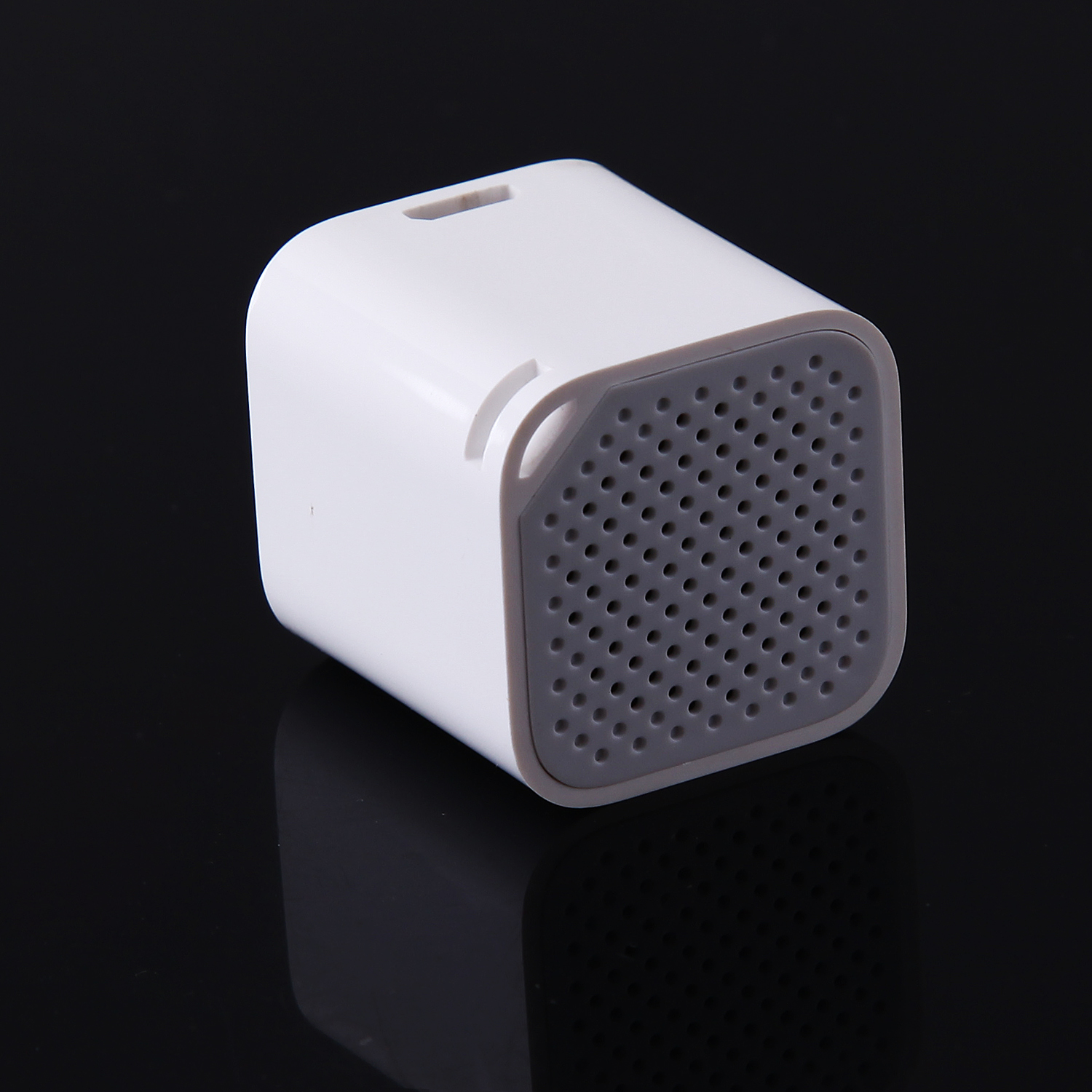 Bluetooth Speaker Music Player with Anti-Lost Camera Remote Shutter Function